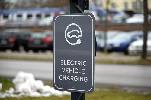 "Schild ""Electric Vehicle Charging"""